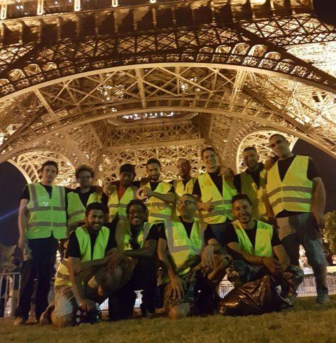 Montage d'une tyrolienne à la Tour Eiffel